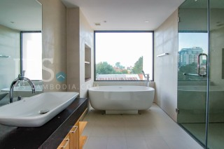 ips-exquisite-luxurious-two-bed-study-for-rent-in-condo-240-phnom-penh-1479960998-_MG_0354.jpg