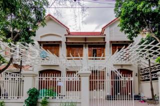 4 Bedroom Villa for Rent in Chroy Changva