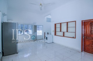 Large Four Bedroom Villa in Tonle Bassac For Rent thumbnail