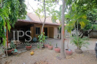 Wooden Townhouse for Rent in Beoung Trabek - Two Bedrooms