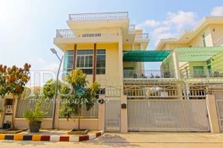 Villa For Rent in Phnom Penh - Five Bedrooms in Tonle Bassac