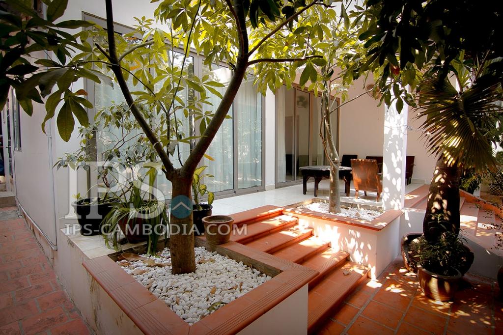 Villa For Rent - Three Bedrooms in Phsar Doeum Thkov