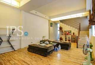 Townhouse for Rent in Tonle Bassac - 5 Bedrooms