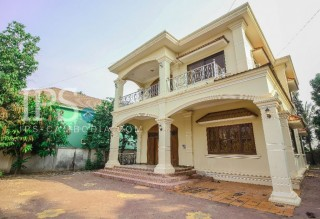 4 Bedrooms Villa for Rent in Siem Reap