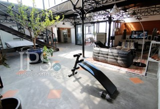 Industrial Open-Plan Apartment For Sale in Wat Phnom