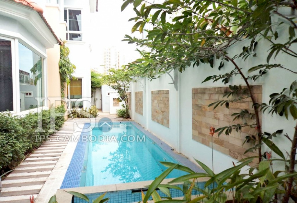 4 Bedrooms Villa with Pool For Sale - Tonle Bassac, Phnom Penh