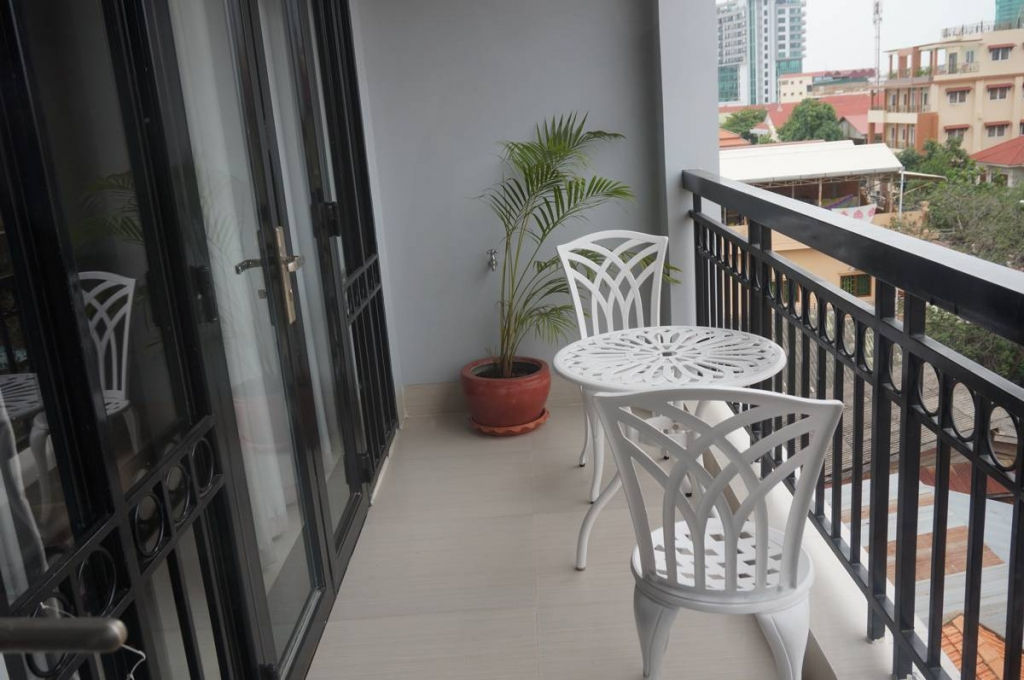 2 Bedroom Apartment for Rent in Phnom Penh - Toul Tom Poung