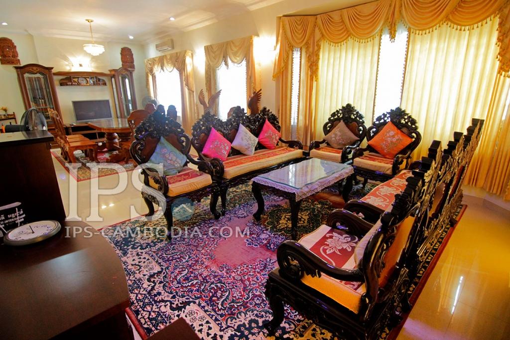 Villa For Rent in Phnom Penh -Tonle Bassac, Four Bedroom