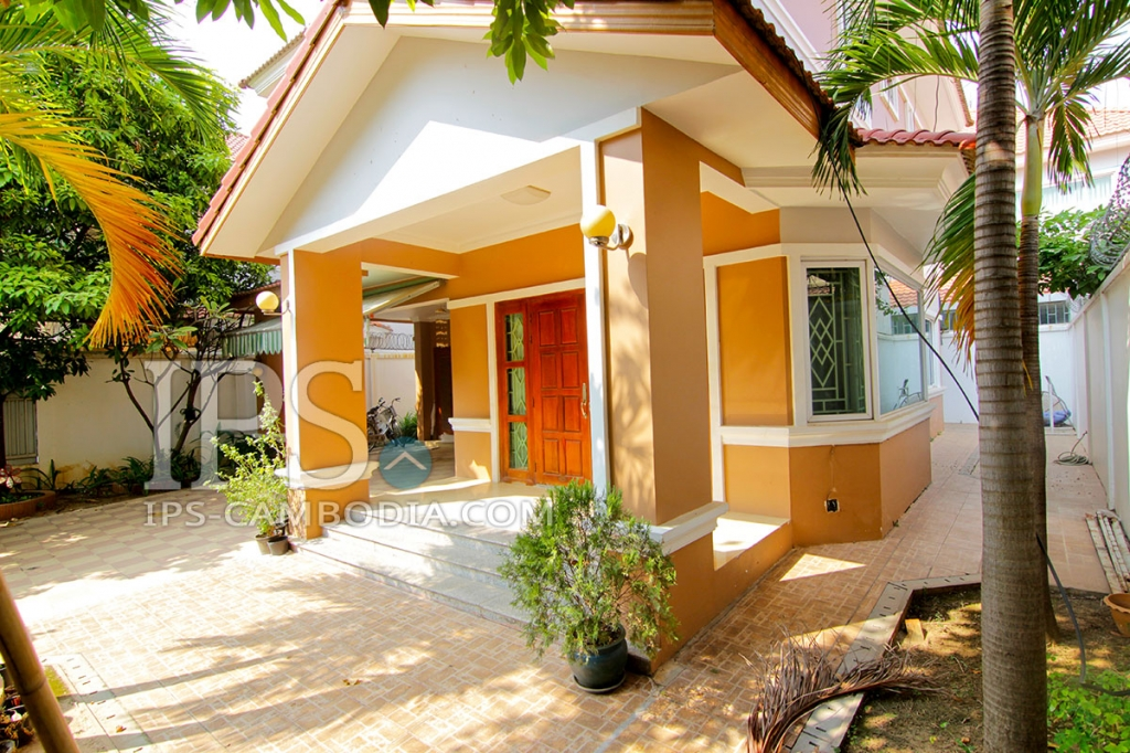 Villa For Rent in Phnom Penh -Tonle Bassac, Four Bedroom