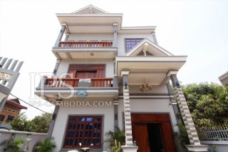 Ideal Eight Bedroom Commercial Building for Rent in Siem Reap - Kouk Chak