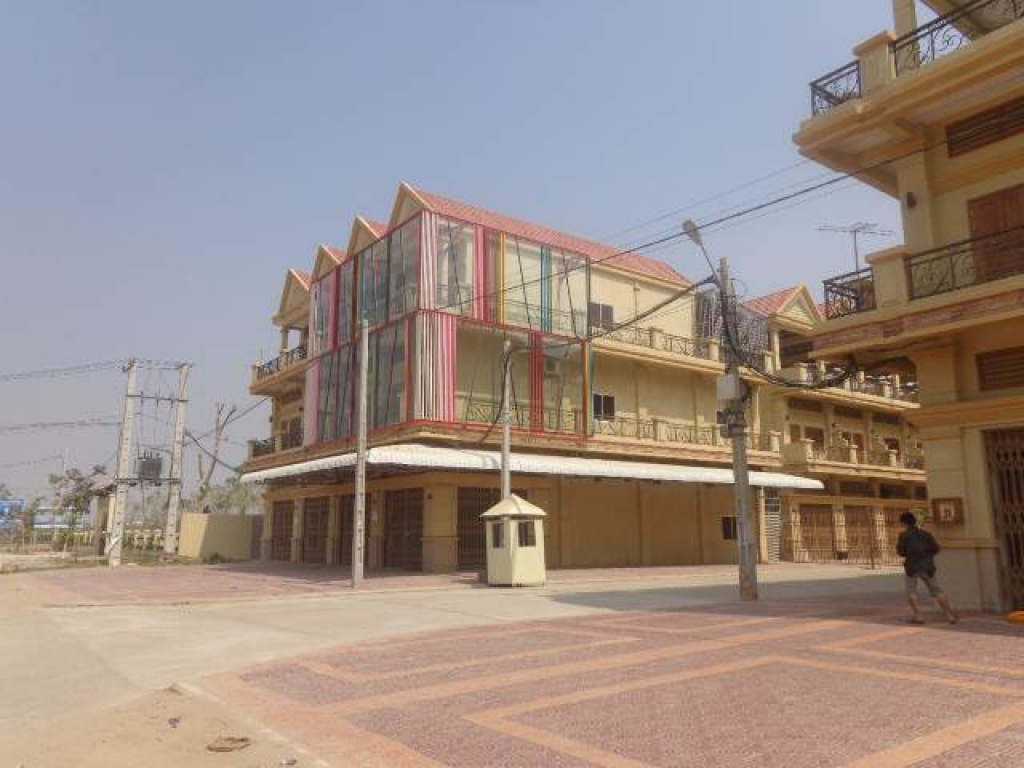 Six Bedroom Townhouse in Sen Sok For Sale