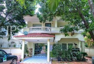 Villa for Sale in Tonle Bassac - 4 Bedrooms