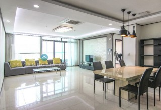 DeCastle Royal 4 Bedroom Apartment for Rent - BKK1