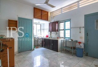 Commercial Villa for Rent in 7 Makara - 6 Bedrooms  thumbnail