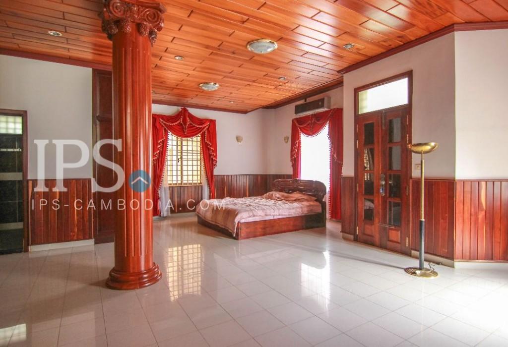 Villa For Rent In 7 Makara
