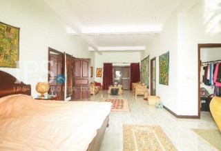 Siem Reap House for Sale - with tropical pool setting thumbnail