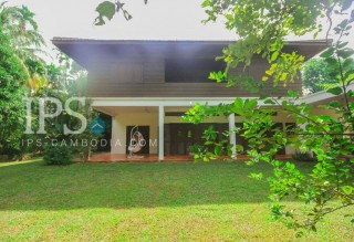 5 Bedroom Villa with Huge Yard for Sale - Siem Reap