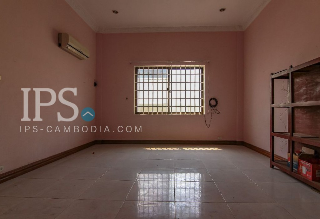 Commercial Property with 3 Rooms for Rent - BKK3