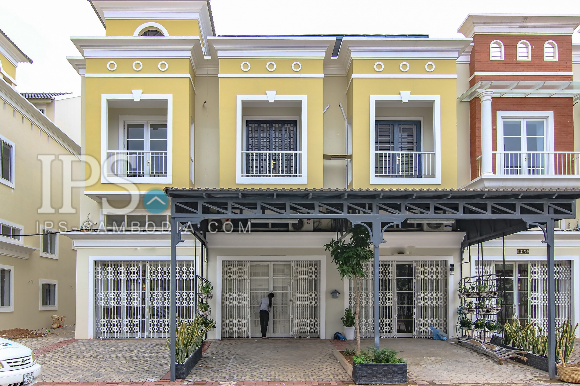2 Storey Townhouse + Rooftop for Rent - Grand Phnom Penh