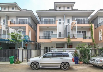 4 Bedroom Modern Townhouse for Rent - Airport Area