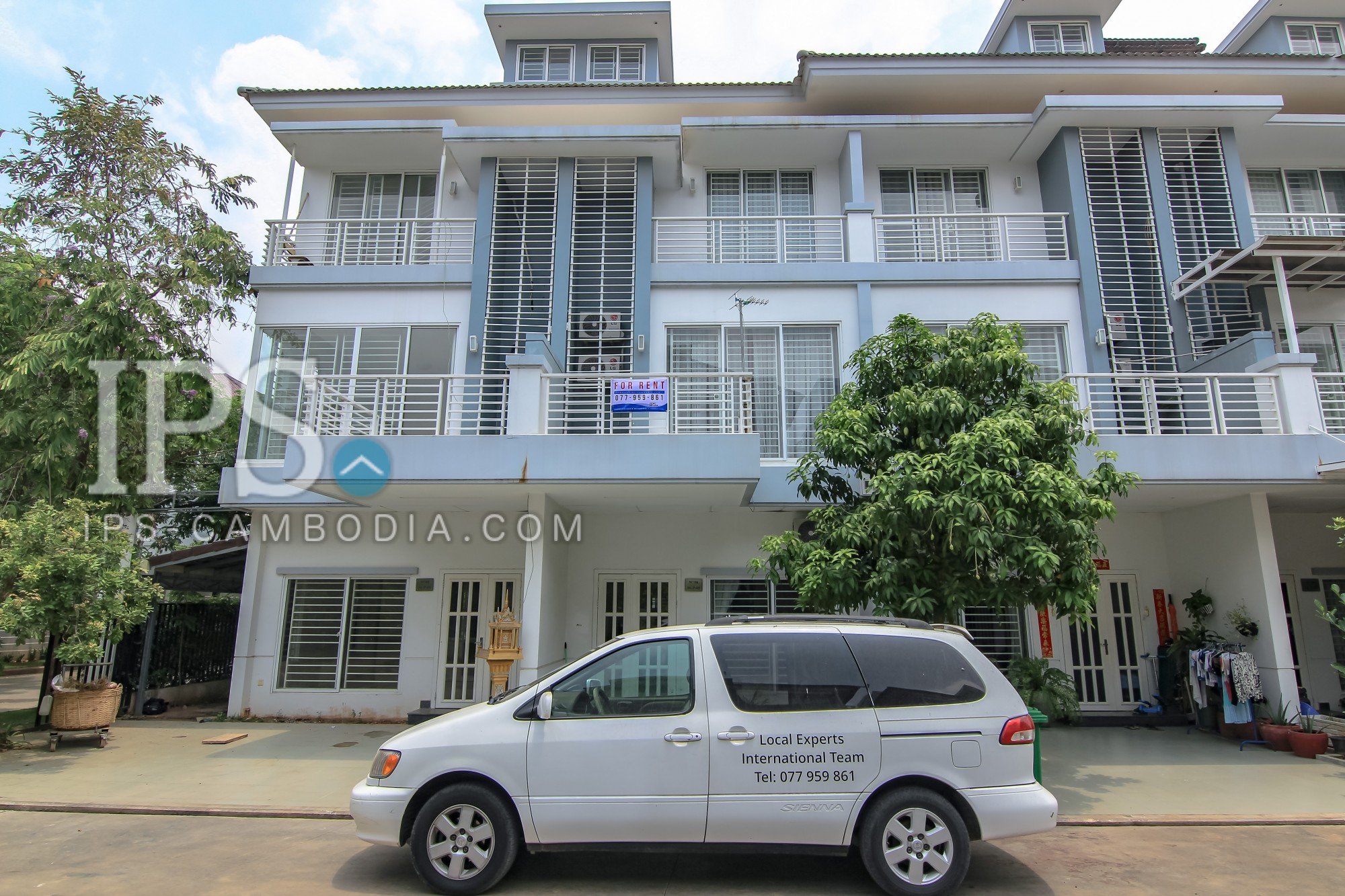 4 Bedroom Townhouse For Rent - Phnom Penh Thmey