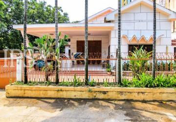 3 Bedroom Villa for Rent - BKK1