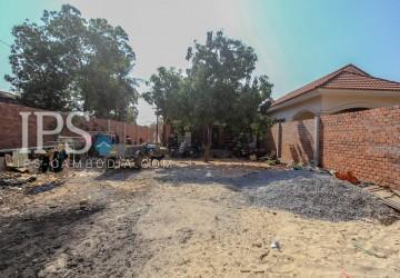 390 sqm. LAND + 3 Bedroom Villa For Sale - Svay Dangkum
