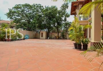 3 Bedroom Commercial Villa For Rent - Boeung Kak 2 thumbnail