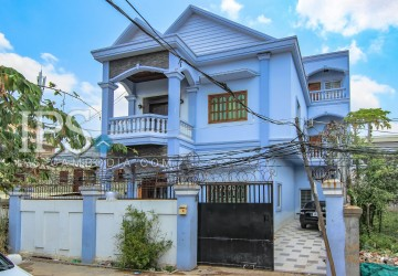 5 Bedrooms Villa For Sale - Steung Meanchey