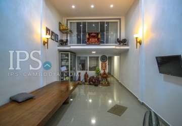 5 Bedrooms Townhouse For Sale - Phsar Derm Tkov