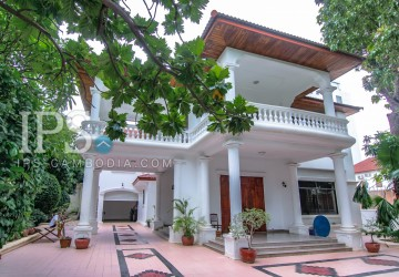 Villa For Rent in Phnom Penh - Five Bedrooms in BKK1