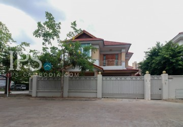 Villa 2 Bedrooms Plus 1  For Rent - Tonle Bassac, Phnom Penh