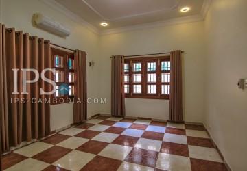 4 Bedrooms Villa for Rent - BKK1  thumbnail