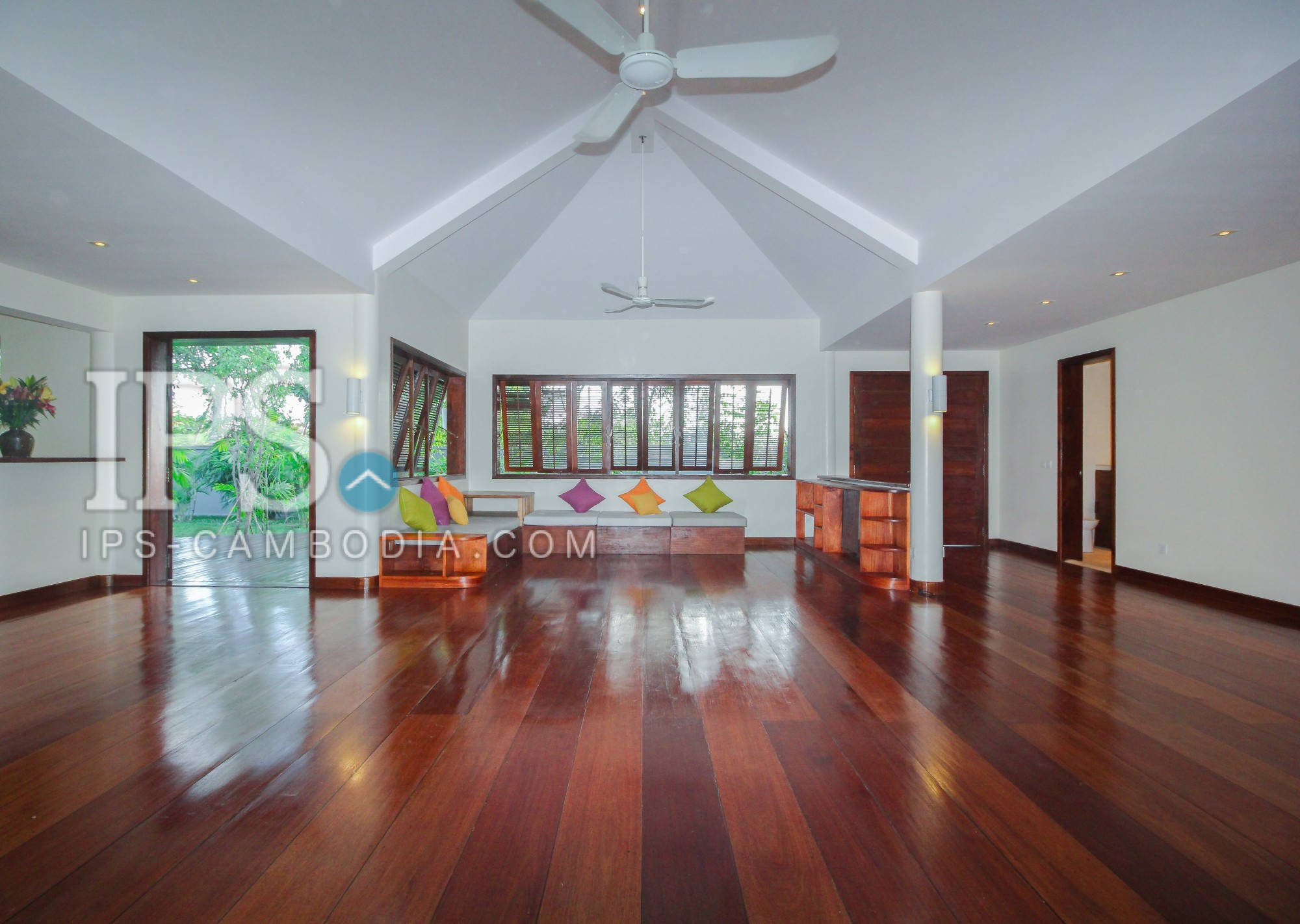 Amazing Deluxe Villa for Sale - Siem Reap
