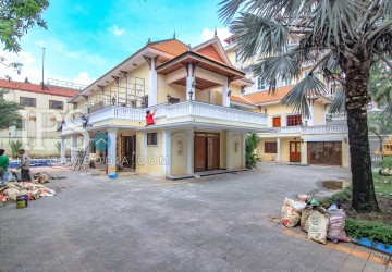 9 Bedrooms Commercial Villa For Rent - Tonle Bassac, Phnom Penh  thumbnail