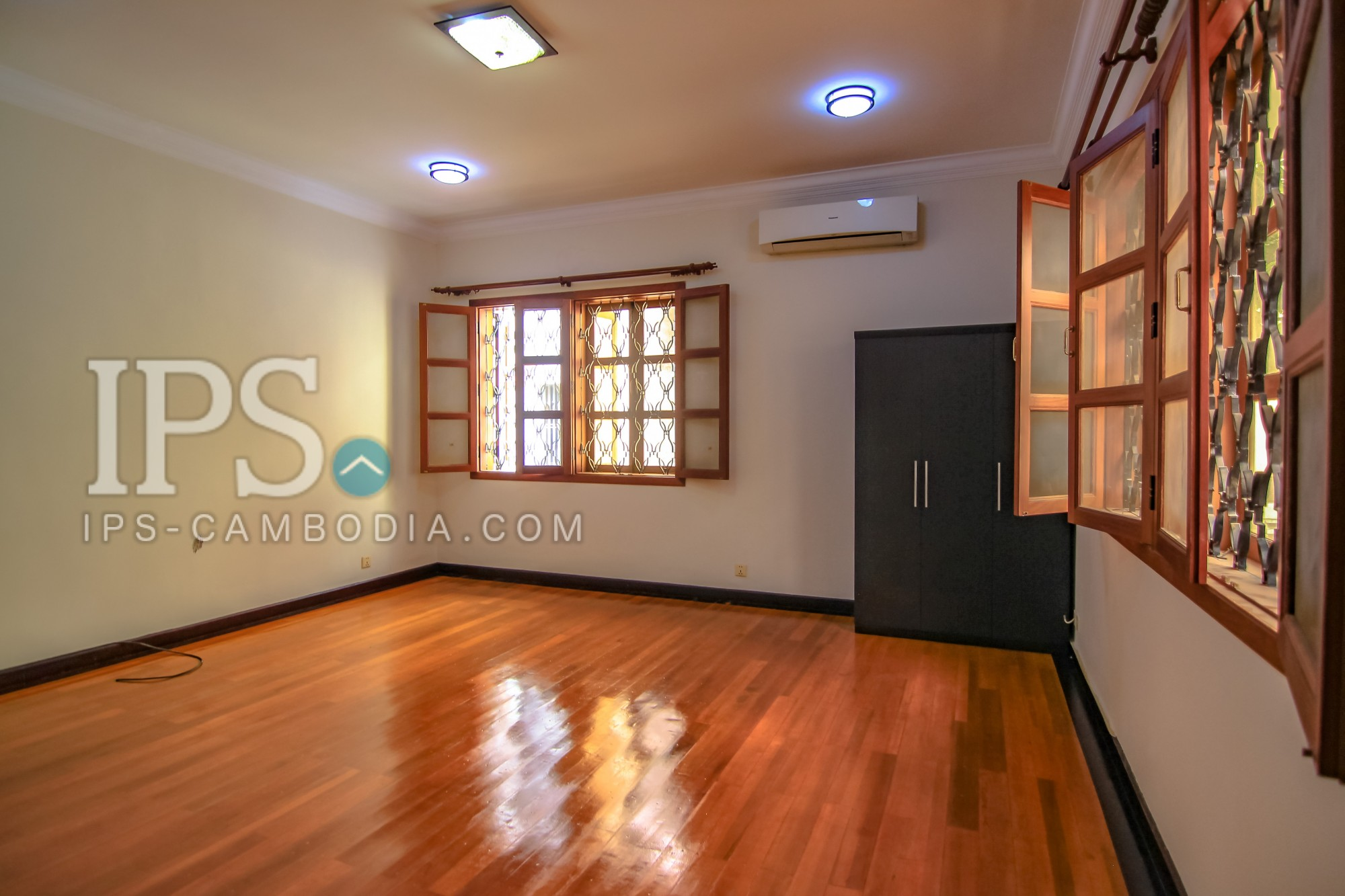 9 Bedrooms Commercial Villa For Rent - Tonle Bassac, Phnom Penh