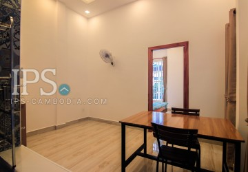 40 sqm Unfurnished Renovated Flat for Rent - BKK3  thumbnail
