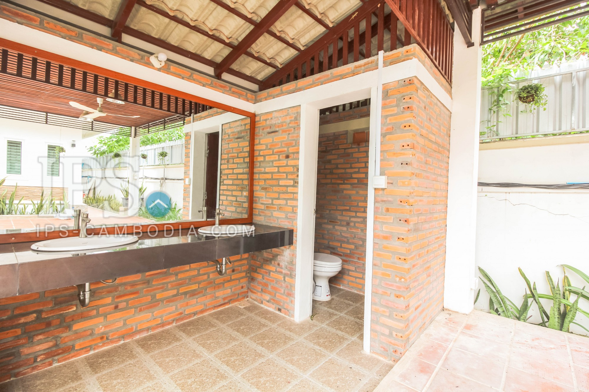 Commercial Building 14 Rooms  For Sale - Sra Ngae, Siem Reap