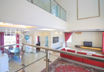 3 Bedrooms Penthouse For Sale in Tonle Bassac, Phnom Penh