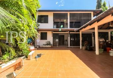5 Bedrooms  Villa For Sale - Slor Kram, Siem Reap