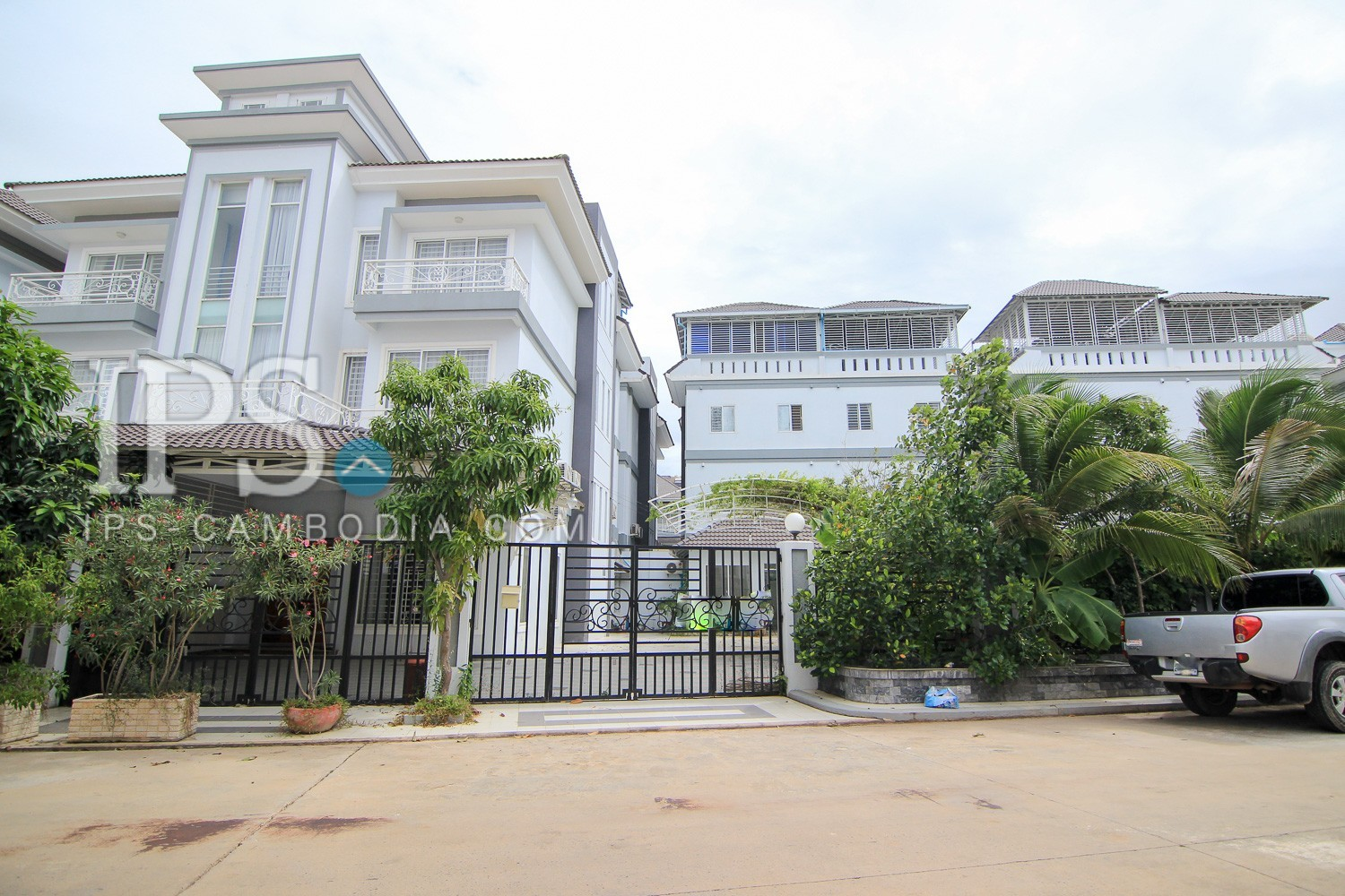 4 Bedrooms House and Lot For Sale in Phnom Penh Thmey, Sen Sok