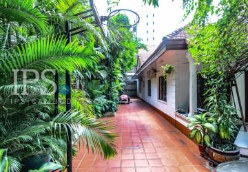 6 Bedrooms Villa For  Sale  - Tonle Bassac, Phnom Penh