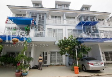 4 Bedrooms Townhouse For Rent - Phnom Penh Thmey