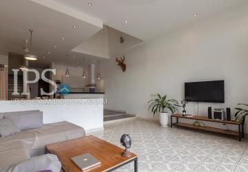 2 Bedrooms Duplex Apartment For Rent - Daun Penh, Phnom Penh