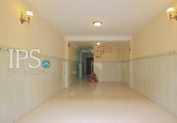 4 Bedrooms House For Sale - Beoung Tumpun, Phnom Penh
