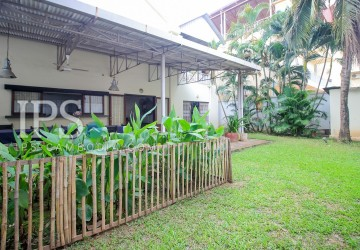 4 Bedroom Commercial  Villa For Rent - BKK 3, Phnom Penh