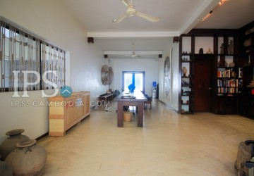 4 Bedroom Villa For Sale - BKK3, Phnom Penh