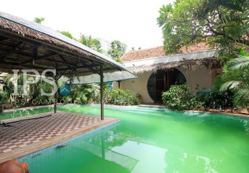 3 Bedrooms Villa For Rent - Daun Penh, Phnom Penh