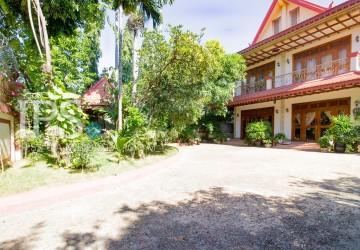 8 Bedroom Villa For Rent - Teuk Thla, Phnom Penh