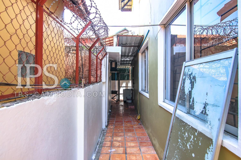 4 Bedroom Townhouse For Rent - Boeung Trabek, Phnom Penh
